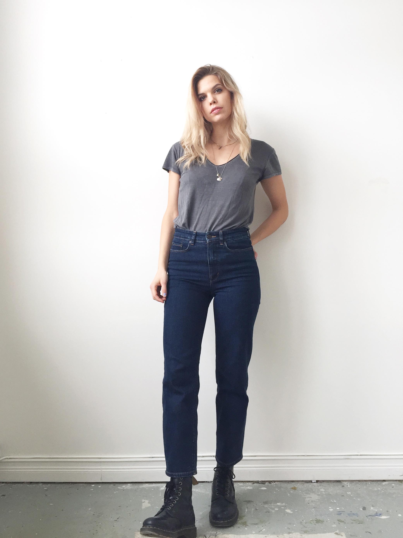 7502cb1e510c Hittade de här jeansen på H&M häromdagen. Höga i midjan, raka i benen och  ankellånga. Älskarom.